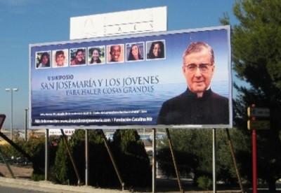 Uno de los carteles de las calles de Jaén con el anuncio del simposio