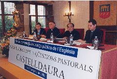 Els participants a la taula rodona.