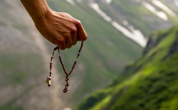 Opus Dei - Donnerstag, 19. März, um 21 Uhr. Der Papst lädt uns ein, den Rosenkranz für den Gesundheitsnotstand zu beten.