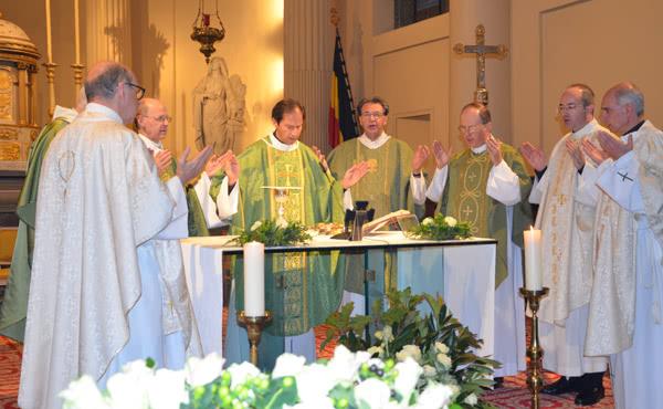 Opus Dei - L'abbé Etienne Montero célèbre sa première messe solennelle à Bruxelles