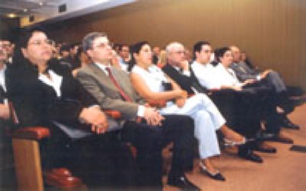 São Paulo: Acto académico en el Centro de Extensión Universitaria