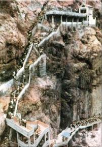 Empinada subida al cerro de Chalpón