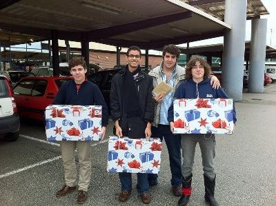 Guillermo Morales, Hernando Bello, José Cantó y Rafael Castrillo. La campaña se lanzó por primera vez el curso pasado. Aquí comprando las cestas el año pasado.