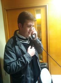 Algunos medios de comunicación se interesaron por nuestra campaña. En la foto, Manuel responde a las preguntas de Ramón García, presentador de las Tardes de la Cope.