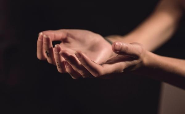 Commento al Vangelo: Sei liberata dalla tua malattia