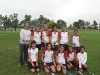 Vicky con el equipo de chicas que entrena
