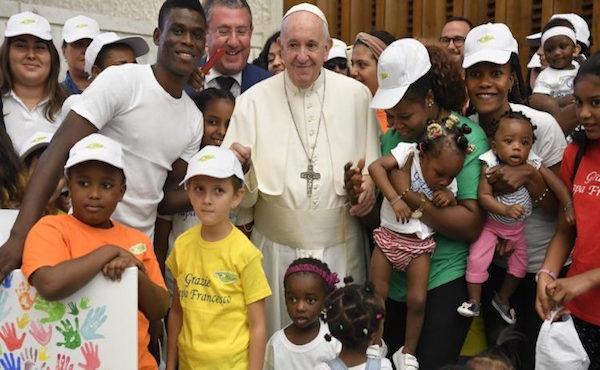 教宗公开接见:我们凭借什么能使他人拥有丰富的生命?