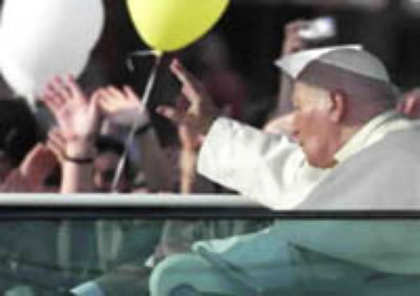 El Papa dice que la familia necesita ayuda para su estabilidad y desarrollo