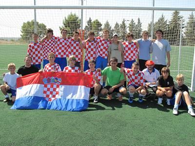 En una competición deportiva celebrada en España, con jóvenes promesas del fútbol croata…