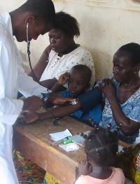 Les étudiants en médecine profitent de leur temps libre pour s'occuper des malades du quartier