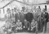 Don Adolfo con los asistentes a un retiro que predicó en la Casa de Ejercicios San Francisco Javier. José Enrique Diez es el primero de la izquierda abajo.