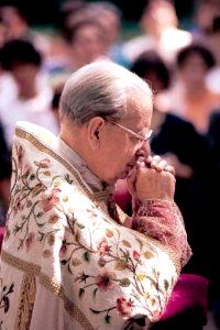 Mons. Álvaro del Portillo faleceu no dia 23 de março de 1994. Está em curso seu processo de canonização.