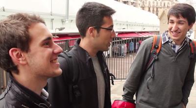 'Moi, Jésus, je l'amène en cours, je le prends avec moi partout...' (David, de Barcelone, à droite).