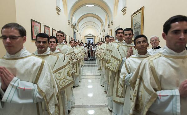"""Opus Dei - El Prelado, a los nuevos diáconos: """"Sed dignos de la amistad de Cristo"""""""