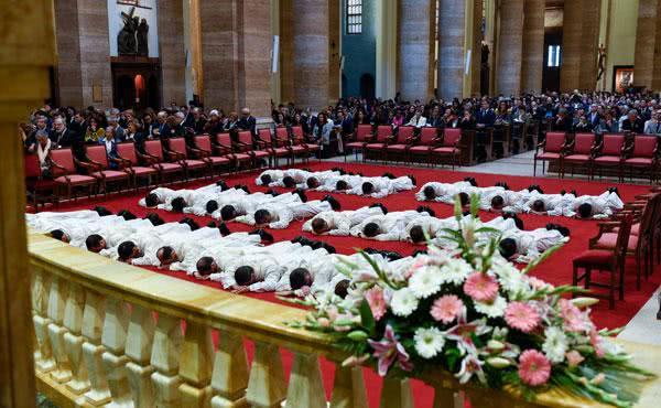 34 Opus Dei-medlemmar diakonvigs