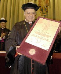 El card. Dionigi Tettamanzi, arzobispo de Milán.