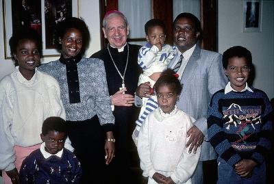 Dom Álvaro del Portillo com uma família