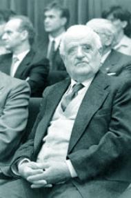 Bizitza osoaren emaitza saritu zuten Eusko Ikaskuntza eta Euskadiko Kutxak