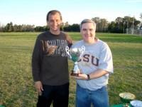 Daniel (izquierda) durante el día del deporte de la universidad donde trabaja