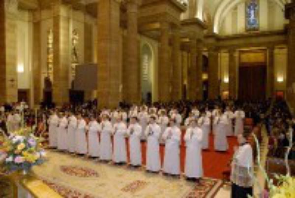Ordenação de 32 sacerdotes, diretamente através da Internet