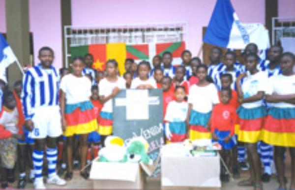 Lankidetzarako Ingeniariak lanean  gotzain gazteiztarrarekin Angolan