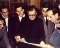 St Josemaría Escrivá in London, looking at the plans for the new Netherhall and Lakefield buildings