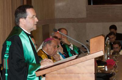 El profesor Reverendo Eduardo Baura impartió la lección magistral.