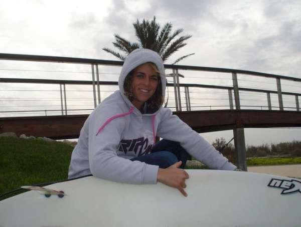 Ana es profesora de educación física en un colegio de Jerez .