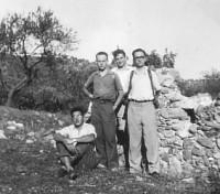 Francesc Faus (segon per l'esquerra), en una excursió a Sant Llorenç del Munt, el març de 1949.