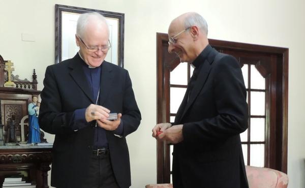 Opus Dei - Com padres diocesanos