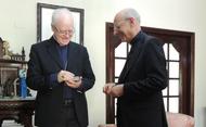 Com padres diocesanos