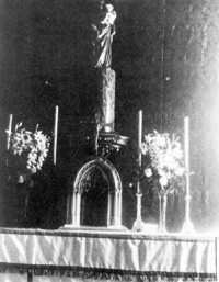 The wooden tabernacle lent where the Blessed Sacrament was reserved for the first time in a centre of Opus Dei, 1935.