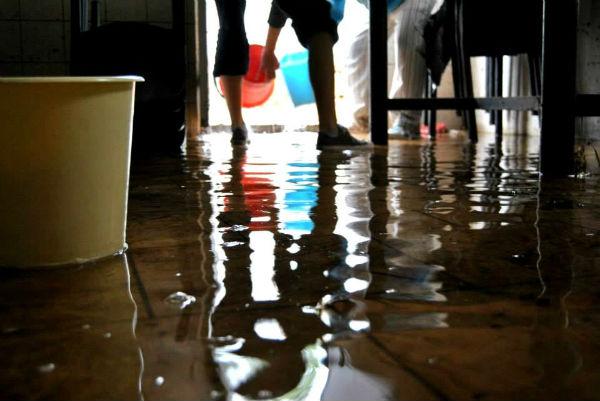 Opus Dei - Galería de fotos: Voluntarias en la inundación