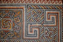 Detall d'un mosaic del paviment. Foto: Leobard Hinfelaar.