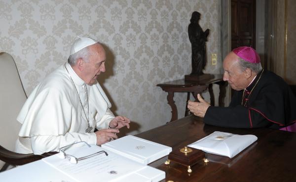 Opus Dein prelaatin tapaaminen paavi Franciscuksen kanssa