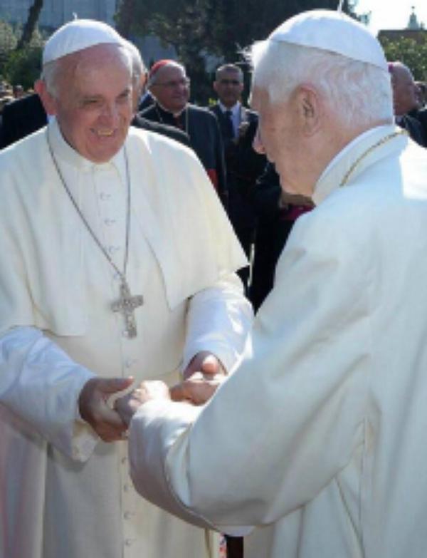 """""""Lumen Fidei"""", pierwsza encyklika Papieża Franciszka"""