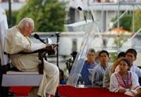 De paus op de Wereldjongerendagen in Toronto.