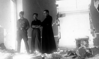 A la fin de la guerre civile espagnole, le prmeier centre de l'Opus Dei est en ruine.