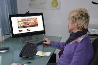 Marie-Noëlle travaille à la recherche de fonds pour les actions d'Harambee. « Chaque don aussi infime soit-il est important », ne cesse-t-elle de rappeler.