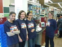 Au cœur de Paris, de jeunes lycéennes françaises donnent de leur temps pour apporter des fonds à Harambee France. Elles contribuent ainsi à la mise en place des projets sélectionnés par l'association.