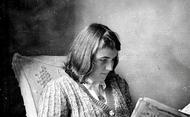 Livros e folhetos sobre a vida de Montse.