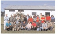El grupo de la Escuela de Jardinería en el campo de deportes de Los Molinos