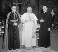 Fericiutl Ioan al XXIII-lea cu sfântul Josemaría și mons. Álvaro del Portillo