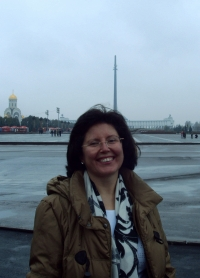 Mercedes en Moscú en uno de sus viajes para gestionar la acogida