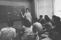 1965年、セイドー外国語学院での英語クラス風景