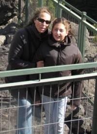 Con su hija Trini. Su llegada le ayudó a acercarse a la fe católica.