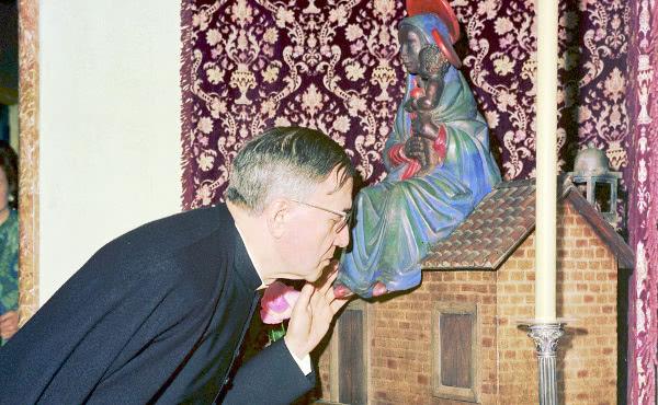 Opus Dei - Santa María, el atajo que lleva a Dios