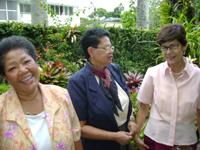 Petra con sus amigas Juana Barrios y Domitila Araujo