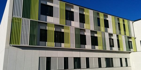 La nueva sede femenina del colegio Irabia-Izaga abre sus puertas para el inicio de curso