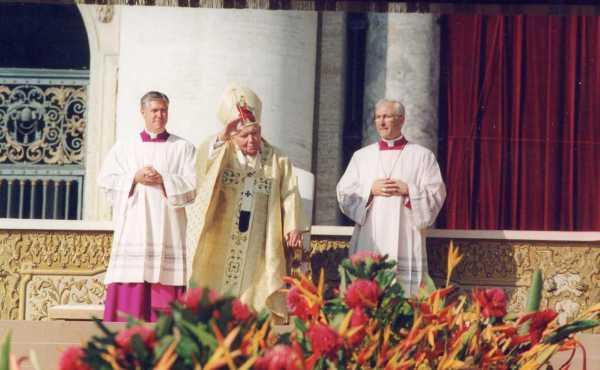 Opus Dei - Homilia do Papa João Paulo II na canonização de Josemaria Escrivá